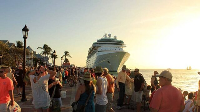 New to Cruising? Don't Miss These 20 Cruise Hacks and Tips